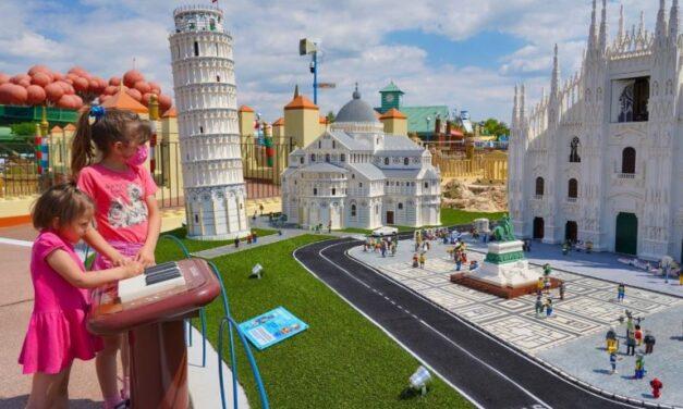 Dalla Torre di Pisa al baby Colosseo, a Gardaland apre il nuovo mini mondo Lego