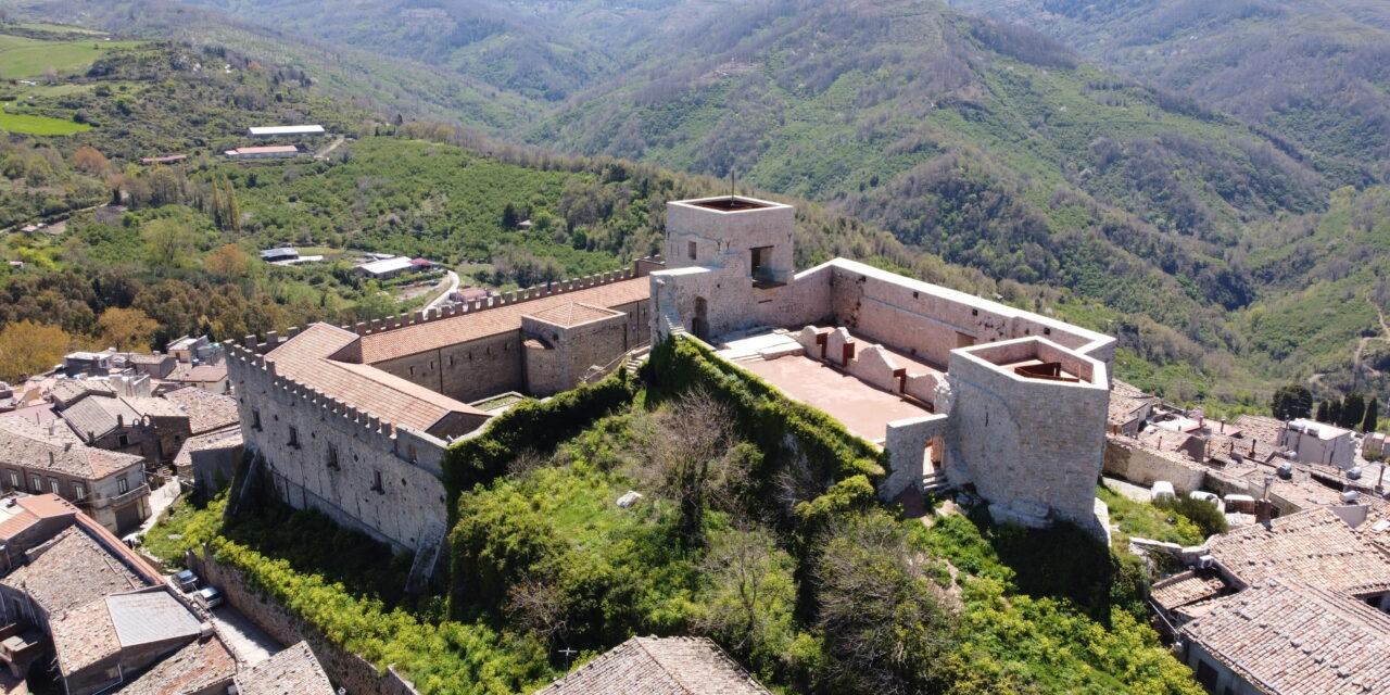 Montalbano vi aspetta. Il borgo medievale siciliano pronto alla ripartenza