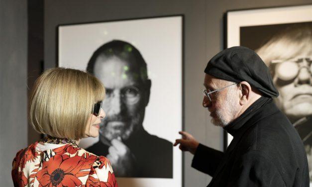 Anna Wintour a Milano per la Fashion Week incontra Albert Watson all'Audi City Lab